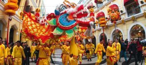 Mit farbenfrohen Drachentänzen begrüßt Macau das neue Jahr (Bild: Macau Fremdenverkehrsbüro)