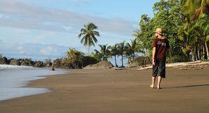 Kolumbien: An der Pazifikküste finden Urlauber dunkle Sandstrände und tolle Tauchreviere