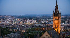 Glasgow reizt mit verschiedenen Architektur-Stilen. Interessierte sollten sich zu einer City Walking Touren der Glasgow School of Art anmelden