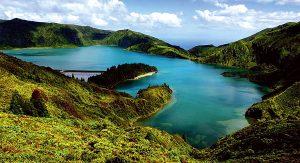 Leuchtende Kraterseen und bunte Blumenvielfalt: Die Azoren begeistern Naturliebhaber aus aller Welt
