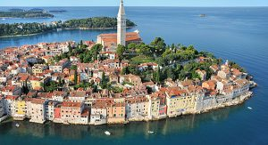 Altstadt von Rovinj: Von der Basilika der Hl. Euphemia haben Urlauber einen fantastischen Blick auf die vorgelagerten Inseln