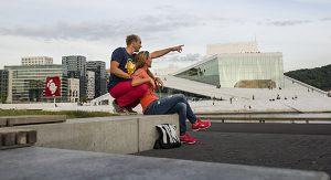 Markant: Das Osloer Opernhaus trägt die Form eines Gleschers. Im Sommer genießen Besucher die Stadtansicht vom Dach aus