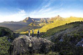 Suedafrika Blick auf die Drakensberge