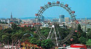 Ob Klassiker wie das Riesenrad am Prater oder Moderne Kunst im Museums-Quartier: Wien ist überaus vielfältig
