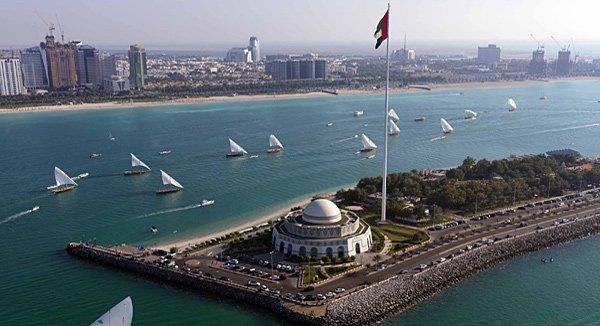 Abu Dhabi Dhau-Corniche