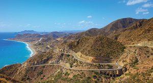 Der Naturpark Cabo de Gata in Spanien erstreckt sich über mehr als 50 Kilometer beinahe unverbauter Küste und bietet ein Hinterland voller spektakulärer Ausblicke.