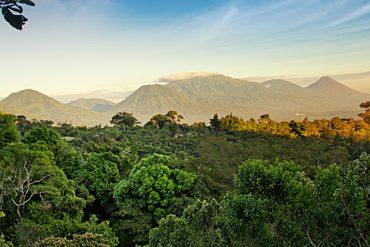 Grandiose Aussichten auf Vulkane und üppige Lanschaften haben Urlauber im Nationalpark Complejo de los Volcanes in El Salvador