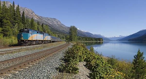 Mit 6000 PS hoch in die Rocky Mountains, vorbei an Mount Robson, höchster Berg der kanadischen Rockies