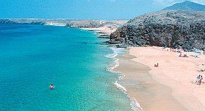 An den Stränden von Lanzarote lässt es sich gut pausieren