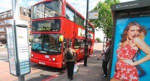 Mit dem Bus durch London: Linie 159 hält am Big Ben.