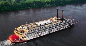 Reisende können den Bundesstaat bei einer Fahrt mit dem Dampfer auf dem Mississippi erleben