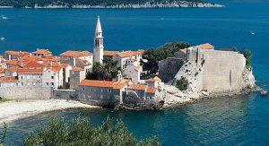 Montenegro lockt Urlauber mit vielen kulturellen Schätzen, zum Beispiel mit der Altstadt von Budva