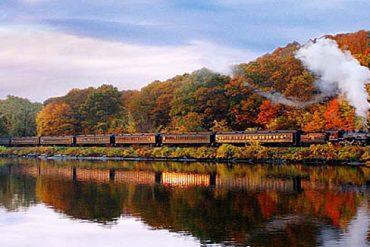 Der Essex River Steam Train führt Reisende durch das malerische Connecticut River Valley