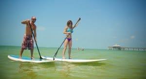 Stand up Paddleboarding ist der neuste Wassersport-Trend. In Fort Myers gibt es auch Yoga-Kurse auf dem Board