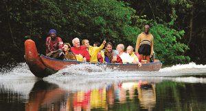 Abenteuer Suriname: Mit Langbooten geht es durch den Regenwald bis zu den Siedlungen der Maroons