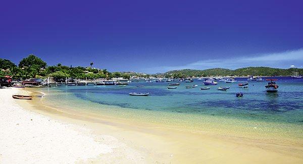 An der Praia dos Ossos sonnen sich meistens Familien und Pärchen, die nicht weit laufen wollen. (Bild: Bigstock)