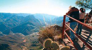 Blick hinunter in 1870 Meter Tiefe – die Kupferschlucht bei Posada Barrancas.