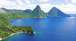 Die beiden Vulkankegel Gros Piton und Petit Piton sind das Wahrzeichen Saint Lucias (Bild: Anse Chastanet)