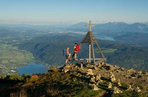 Loslaufen und entdecken: Beim Wandern lassen sich atemberaubende Seeblicke von der Gerlitzen Alpe genießen. - Quelle: HLC/Region Villach Tourismus/KW_Franz Gerdl