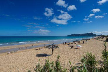 Der goldgelbe Sandstrand Campo de Baixo von Porto Santo