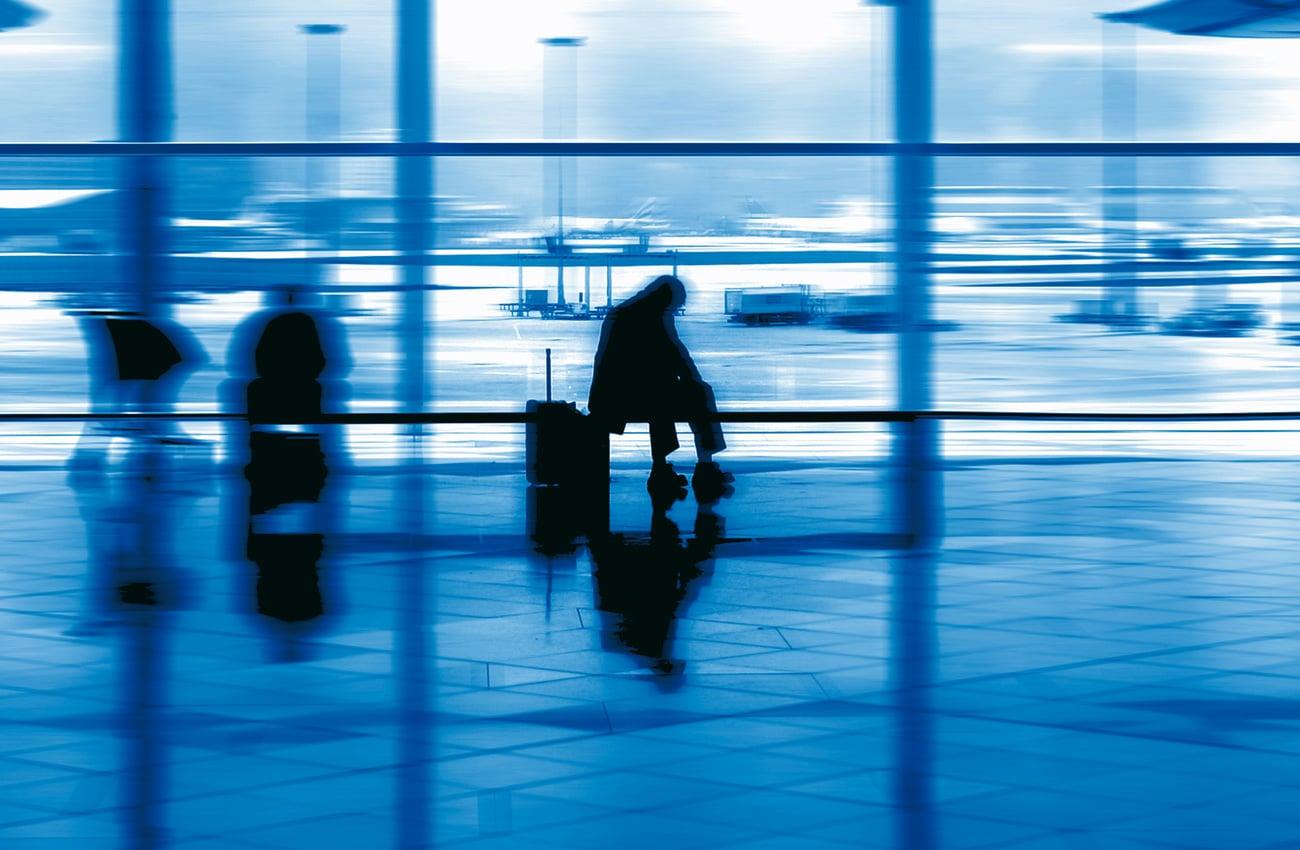 Das Warten auf einen verspäteten Flug kann ärgerlich sein