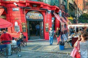 Der Straßenmarkt in El Caminito