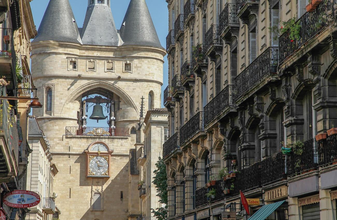 Die große Glocke von Bordeaux, die grosse cloche. Wenn sie läutete, wussten die Menschen: Es brennt. Oder die Weinlese hat begonnen.