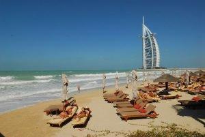 Ein Strandurlaub mitten in einer pulsierenden Großstadt? Willkommen in Dubai!