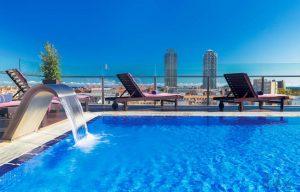 H10-Marina-Barcelona – Dachpool