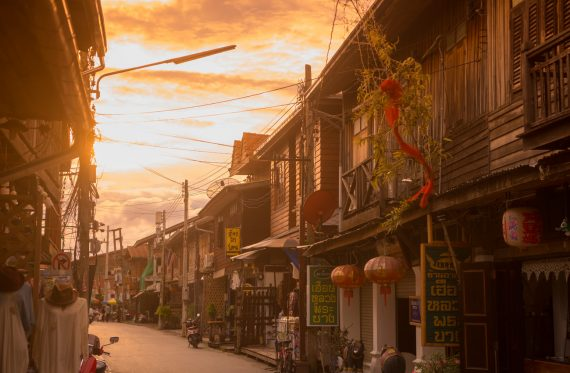 Holzhäuser in der Stadt Chiang Khan in Thailand