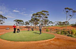 Der Kalgoorlie Golf Course ist mit 1.365 Kilometern der längste Golfplatz der Welt.