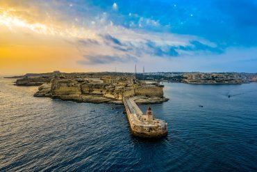 Der Leuchtturm in Malta ist wunderschön.