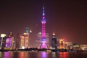 Shanghai - Glitzerwelt aus Lichtern, Technik und Luxus