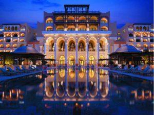 Traders Qaryat Al Beri Abu Dhabi by Shangri-La - Pool bei Nacht