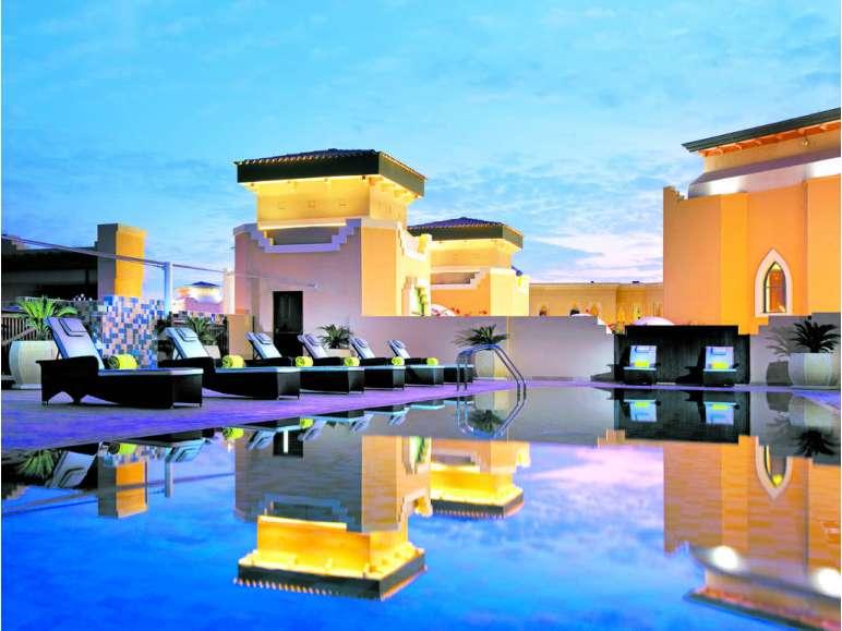 Traders Qaryat Al Beri Abu Dhabi by Shangri-La - Pool und Sonnenterrasse