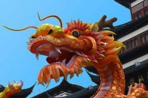China bietet neben modernen Millionenstädten auch jahrtausendealte Bauwerke, Traditionen und Bräuche