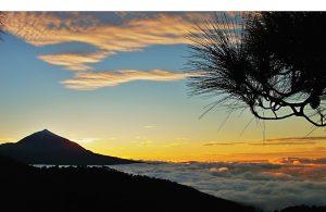 Bei abendlichen Wanderungen auf Teneriffa erlebt man grandiose Ausblicke auf den Teide
