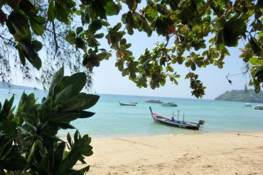 Phuket gehört mit den feinsandigen, hellen Stränden sicher zu einem der schönsten Plätze Thailands