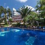 Best Western Phuket Ocean Resort - Hotelansicht und Pool