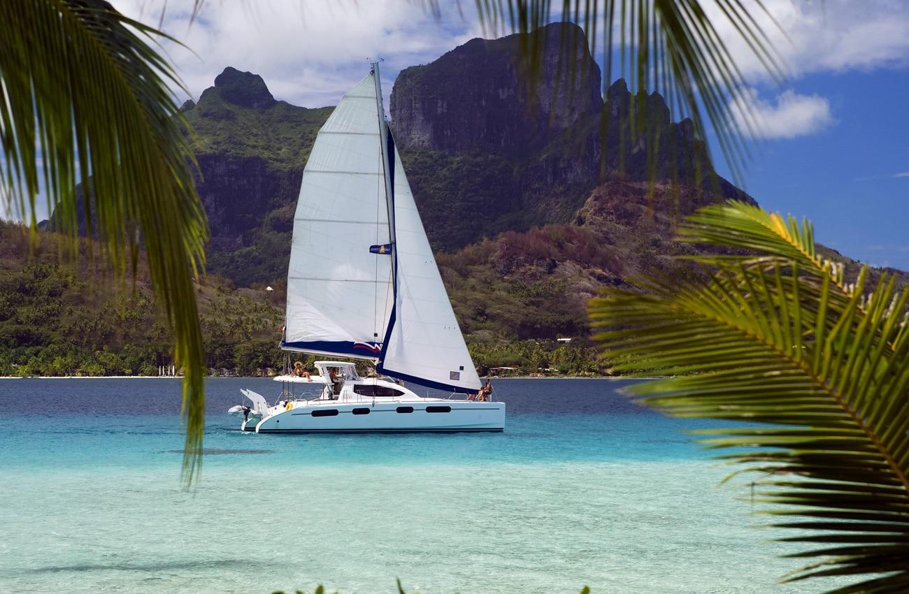 Küste von Tahiti mit Boot