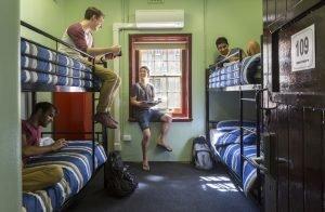 Jugendliche im Youth Hostel Fremantle Prison
