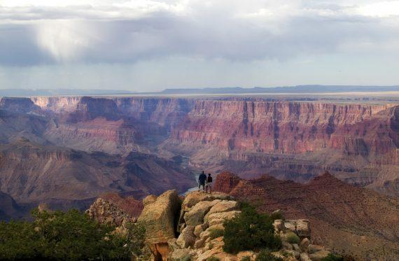 Zwei Wanderer im Grand Canyon