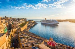 Kreuzfahrtschiff in Valletta