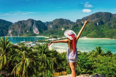 Frau am Strand von Koh Pee