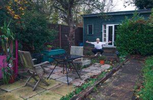 Oobah Butler in seiner Gartenlaube