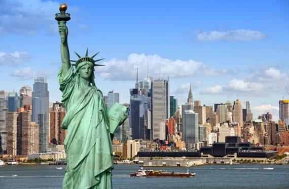 Mit der Staten Island Ferry kann man völlig kostenlos an der Freiheitsstatue vorbeifahren und grandiose Ausblicke genießen
