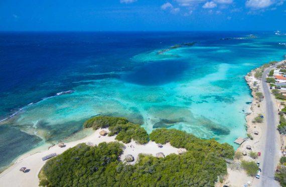Endlose Sanstrände auf Aruba
