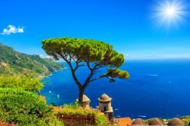 Auf einer Mittelmeer-Kreuzfahrt kann man das mediterrane Lebensgefühl so richtig kennenlernen.
