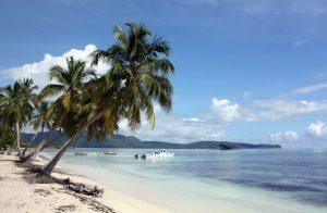 Die Playa Dorada verdankt ihren Namen dem feinen, goldfarbenen Sand, der zusammen mit den haushohen Palmen und dem türkisfarbenen Wasser ein paradiesisches Bild abgibt.